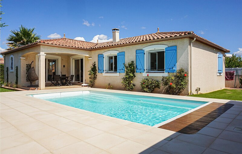 Nice home in Puisserguier with Outdoor swimming pool and 2 Bedrooms (FLH365), holiday rental in Creissan