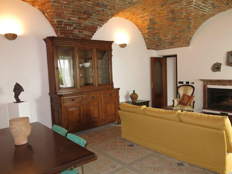 Casa Serra, holiday rental in Costigliole d'Asti