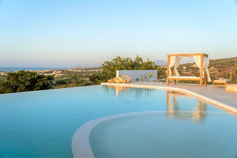 NEW * The Infinite - A sense of Infinite Freedom...!, vacation rental in Giannoudion