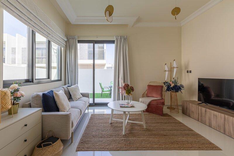 Spectacular 3BR Villa with Maid's Room in DAMAC Hills 2, casa vacanza a Hatta