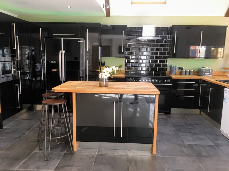 Peacehaven Boutique Near Brighton - Hot Tub and Pool, holiday rental in Bishopstone