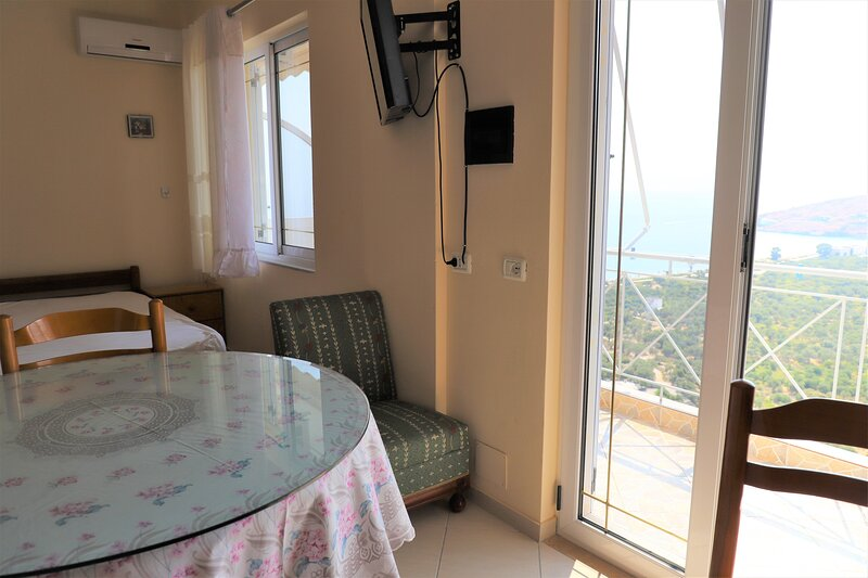 Family Room with Bathroom, holiday rental in Borsh