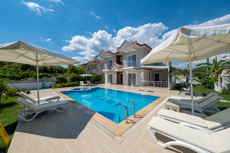 Villa İnci - Luxury Villa With Private Pool, holiday rental in Koycegiz