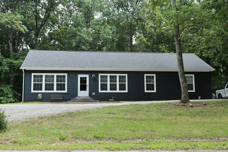 New Home on 3 Acres! Lake Monroe, IU & Bloomington, holiday rental in Smithville