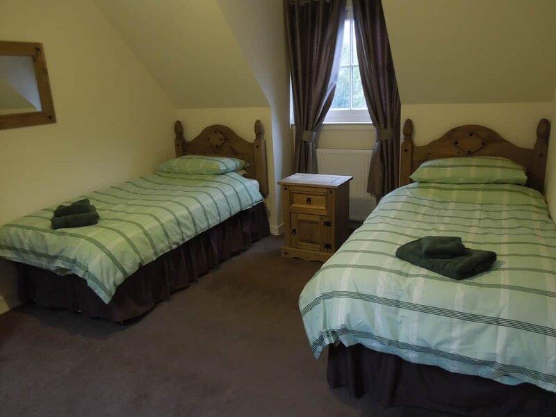 The Cobbler Cottage, Tarbet  - close by Loch Loch Lomond & The Arrochar Alps., vacation rental in Ardlui