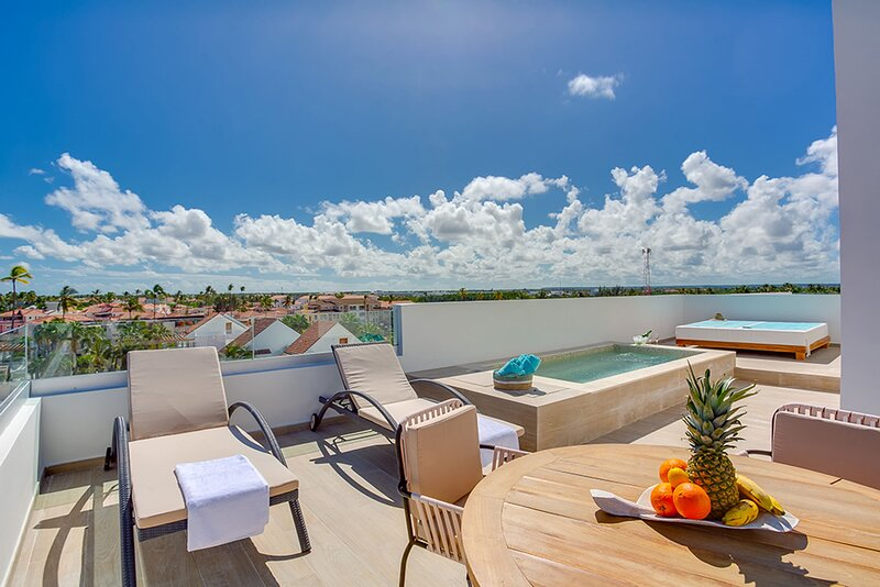 Modern Luxury Penthouse with private rooftop Picuzzi, steps from the beach – semesterbostad i El Cortecito