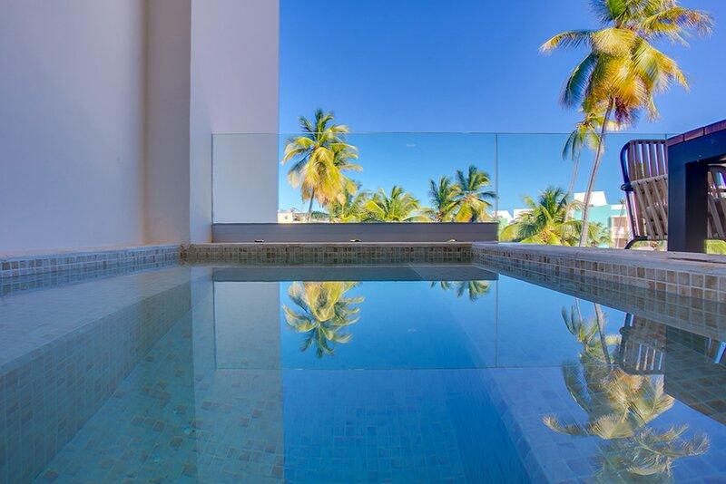 2 bed condo with private picuzzi, steps from the Beach! – semesterbostad i El Cortecito