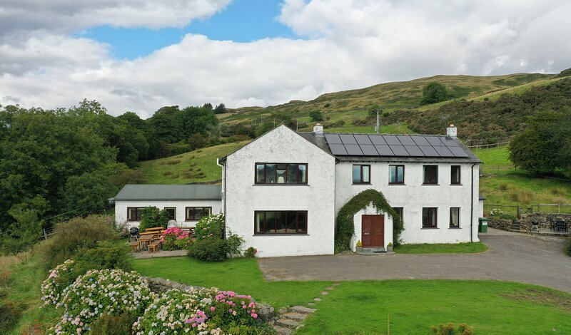 GHYLL BANK HOUSE, pet friendly, country holiday cottage, with a garden in, alquiler de vacaciones en Kendal