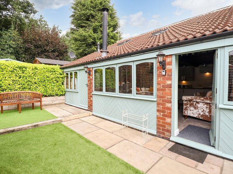 GREENRIGGS, romantic cottage, hot tub, gazebo in garden, pet-friendly, WiFi, Ferienwohnung in Creswell