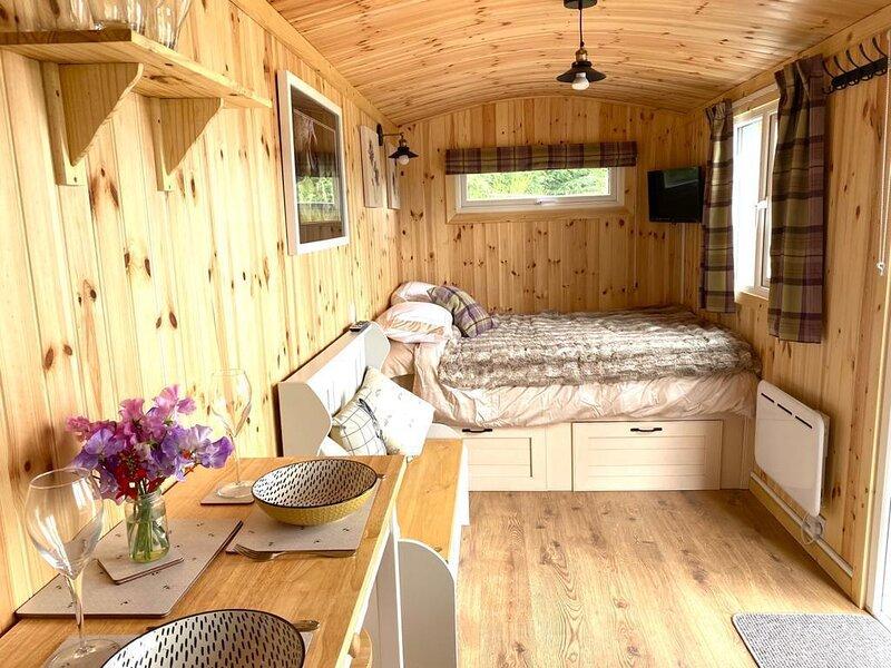 Remarkable Shepherds Hut in a Beautiful Location., aluguéis de temporada em Scone