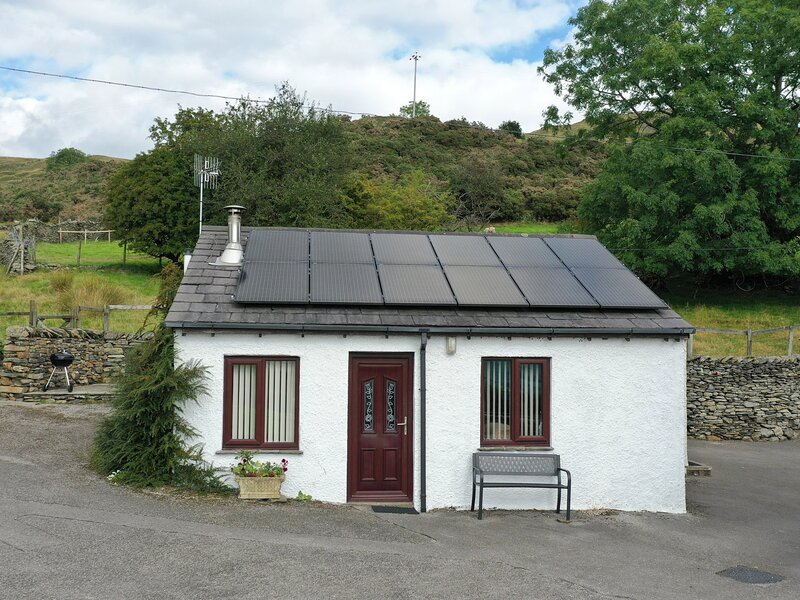 GHYLL BANK BUNGALOW, pet friendly, country holiday cottage, in Staveley, Ref, alquiler de vacaciones en Kendal