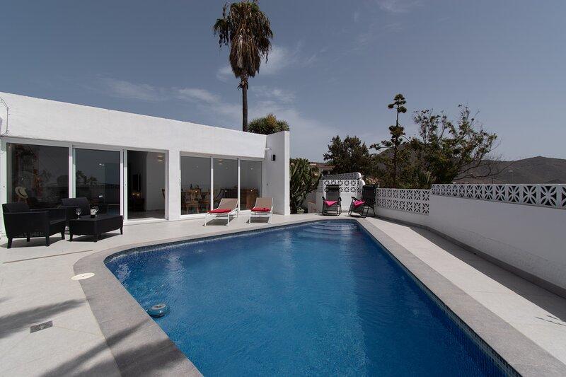 Villa La Florida. 3 Bedroom Villas. Private Heated Pool. Hillside Location., location de vacances à Buzanada