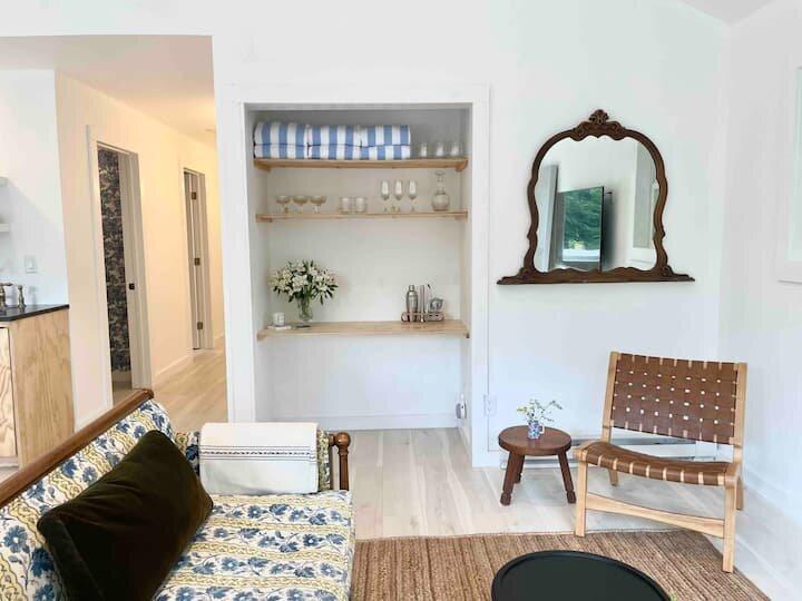 NEW Modern Catskills Cabin w/ HOT TUB & views, alquiler de vacaciones en Pine Hill