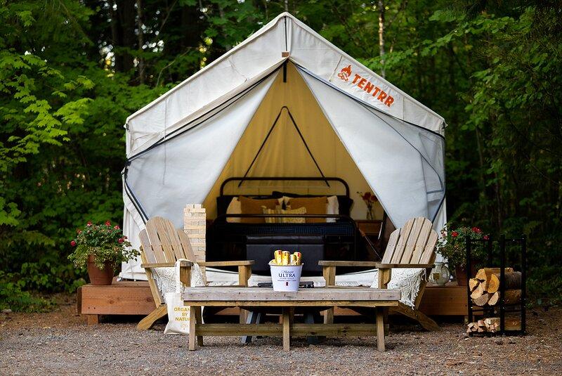 Tentrr Signature Site - Cascade Rose Alpaca Farm Stay Pure Gold, vacation rental in Sammamish