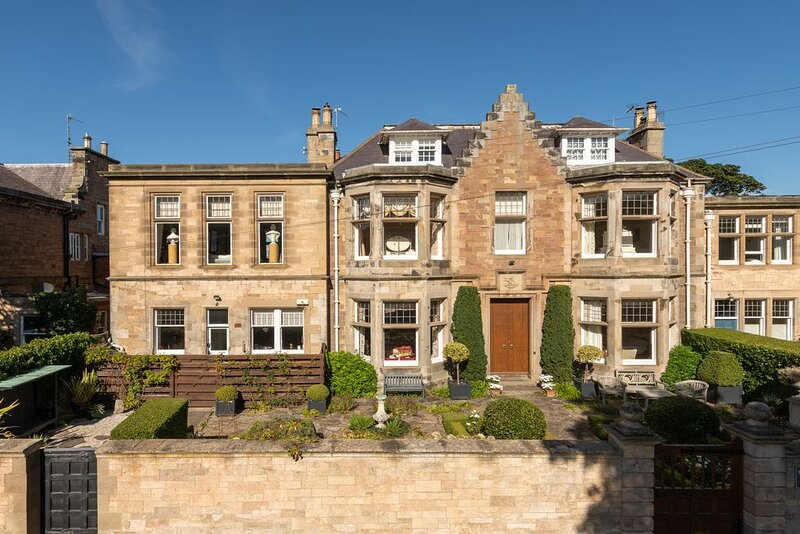 St Colm's Main Fantastic characteristic property!, holiday rental in Dirleton