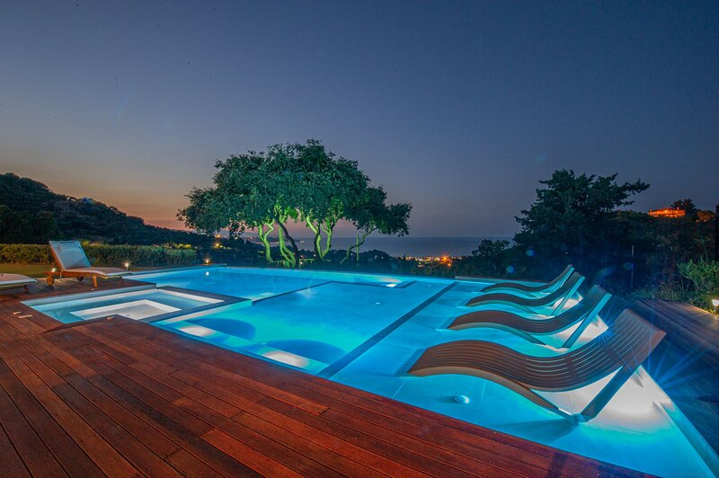 Wild Oak Estate - Holiday Home with Private Pool, vacation rental in Argassi