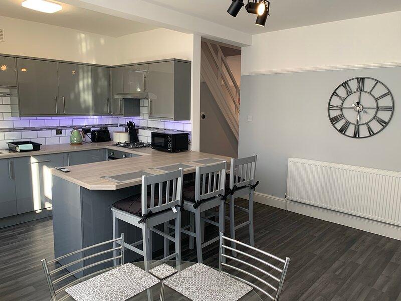 Modern fully refurbished 3 bedroom home, alquiler de vacaciones en Blackpool