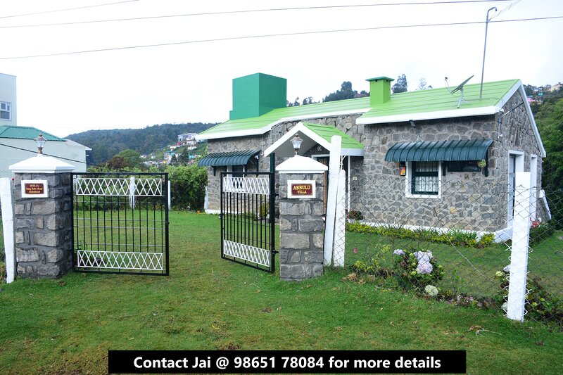 Cheerful villa with 2BR/3BA and a great view!, holiday rental in Dindigul District