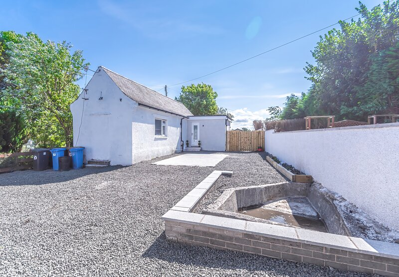 Lovely 1-Bed Cottage in Kelty with hottub, alquiler vacacional en Saline