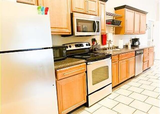 Stylish, Modern, Industrial Fully Furnished Downtown Micro Loft!, holiday rental in Seguin