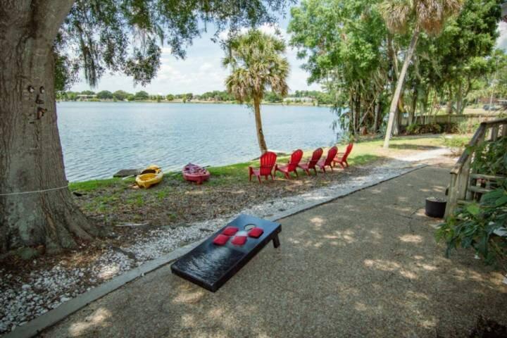 Lake Silver Retreat III * Lakeviews~Legoland~Foosball & Kayaks ~ Family Fun, holiday rental in Bartow