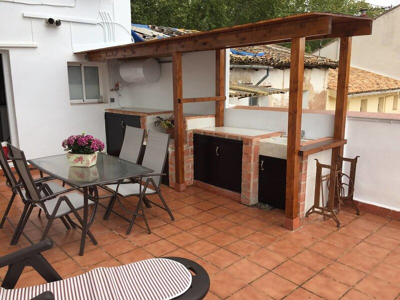Beautiful bungalow with terrace, holiday rental in Otos