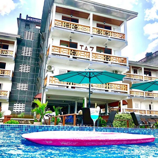 Stunning 3-Bed Apartment in Kribi, holiday rental in South Region
