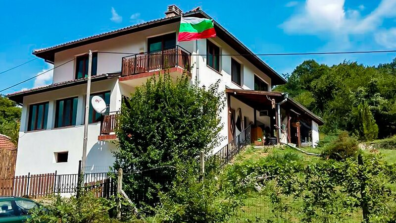 Private Villa With Pool Amidst Virgin Nature, holiday rental in Valevtsi