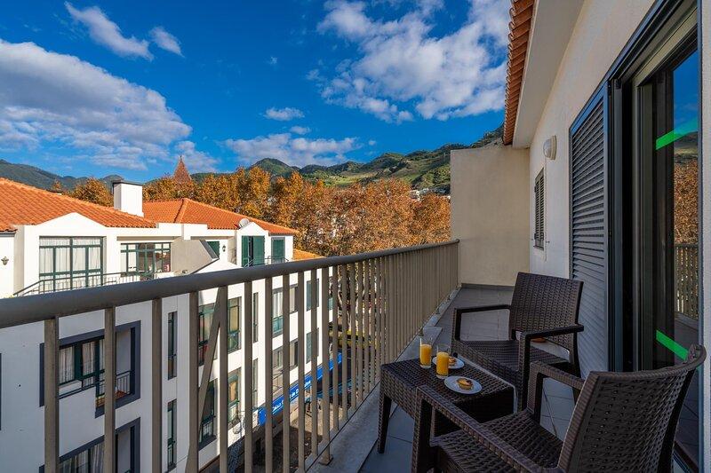 Harmonia Apartment by Atlantic Holiday, aluguéis de temporada em Machico