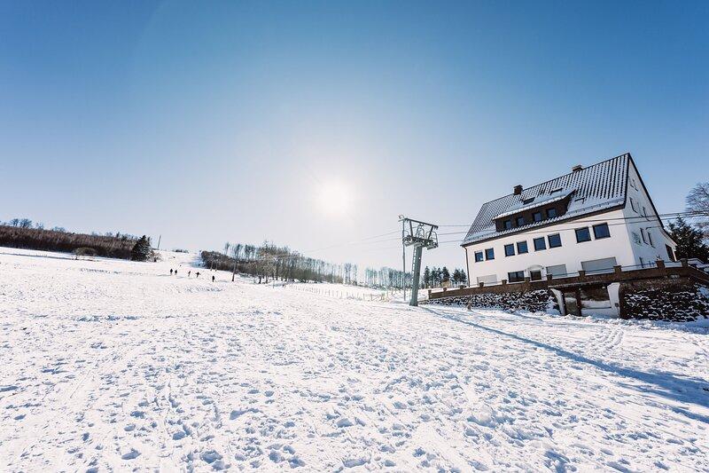 Q-Stall am Poppenberg - Neu sanierte Unterkunft in Alleinlage direkt am Skihang, holiday rental in Bad Wünnenberg