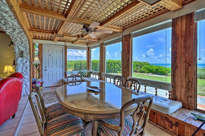 Beachfront Indialantic House w/ Furnished Patio!, alquiler vacacional en Indialantic