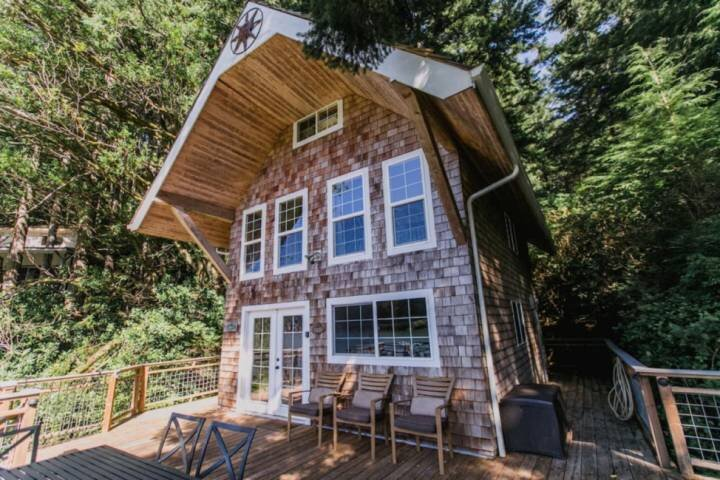 *New Listing* Beautiful Cottage On The Lake - Boat Access Only, Private Dock, Fi, holiday rental in Scottsburg