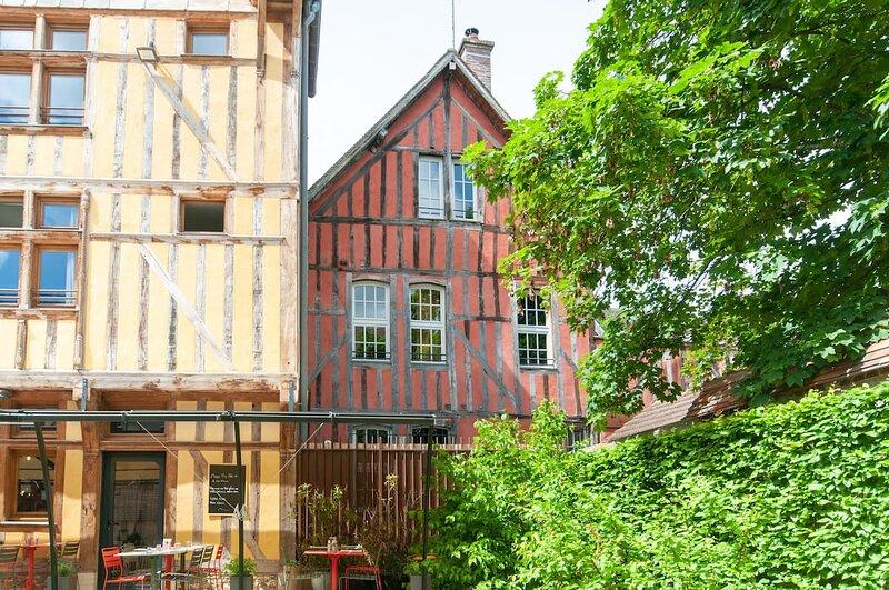 Maison Juvénal des Ursins - Au cœur du centre historique, alquiler de vacaciones en Fontaine-les-Gres