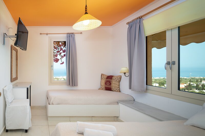 Master Suite complex with pool and full view, casa vacanza a Koutouloufari