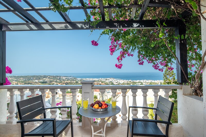 Very Spacious and Well Equipped Room near the Sea, casa vacanza a Koutouloufari