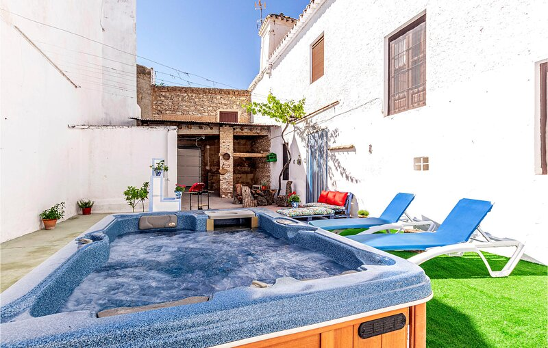 Amazing home in Padul with WiFi and 2 Bedrooms (EAC570), alquiler vacacional en Dílar