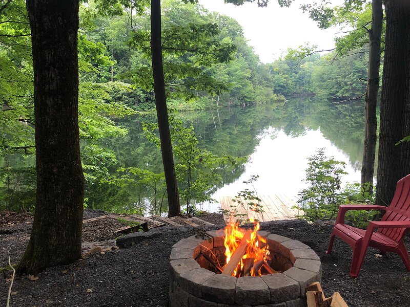 Relax Refresh & Reconnect  Lakefront, Swim/Fish/Snowmobile, 3min to Salmon River, holiday rental in Sandy Creek