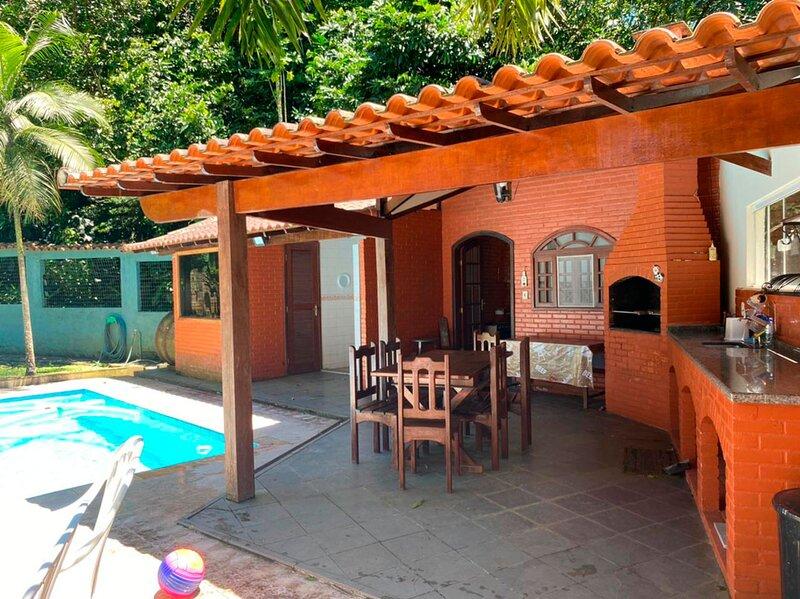 Casa com lazer em condom. fechado de Guapimirim,RJ, aluguéis de temporada em Cachoeiras de Macacu