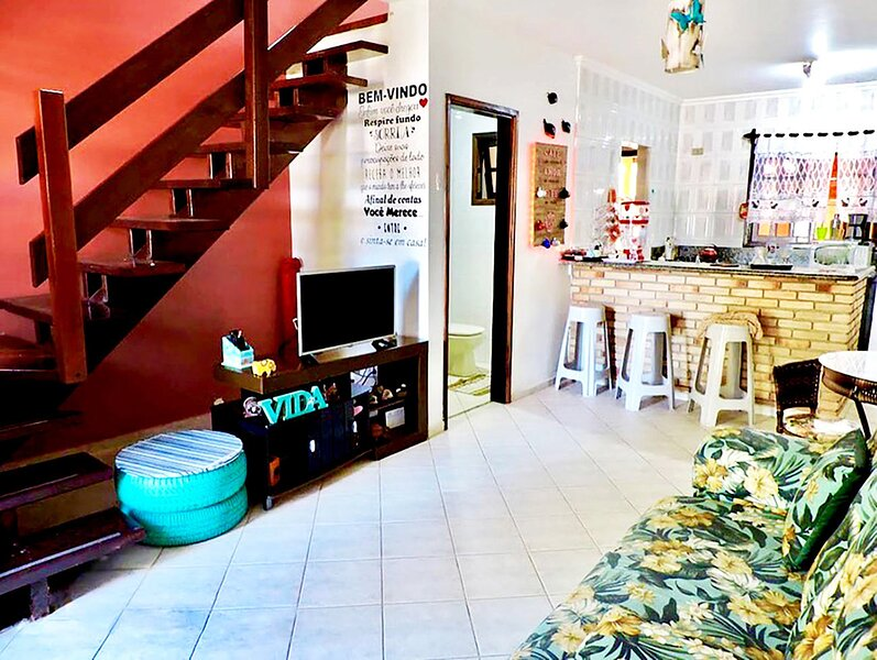 Casa a poucos passos da praia em Massaguaçu - NOVO, vacation rental in Caraguatatuba