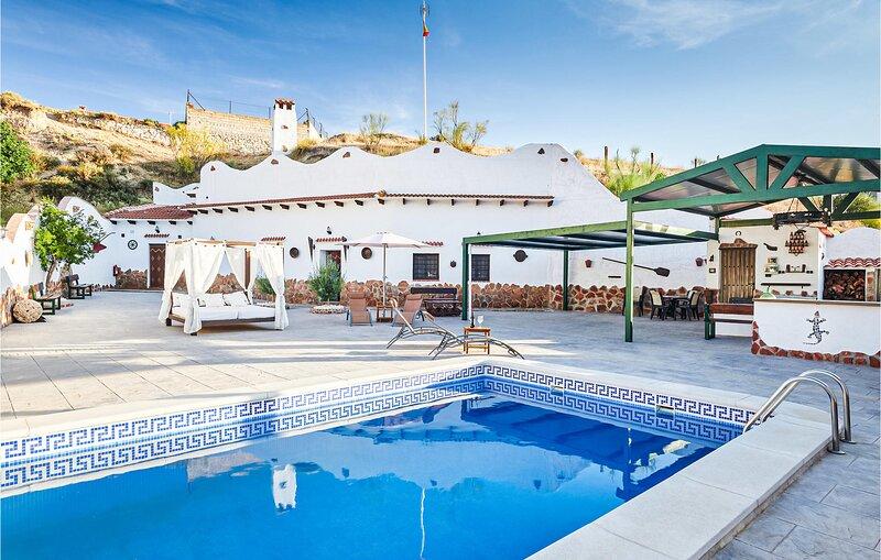 Nice home in Cortes de Baza with Outdoor swimming pool and 3 Bedrooms (EAC575), alquiler vacacional en Castillejar