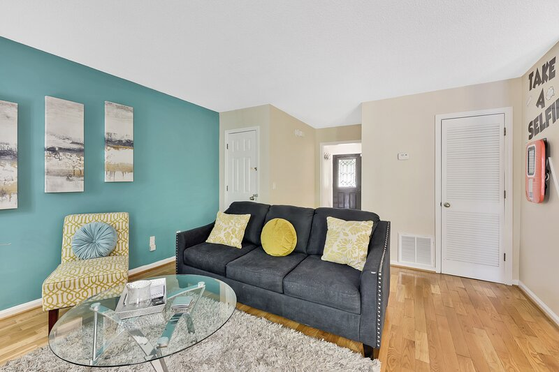 ⭐ PHOTOGRAPHY THEMED TOWNHOME⭐ 10mins from KSU, holiday rental in Woodstock