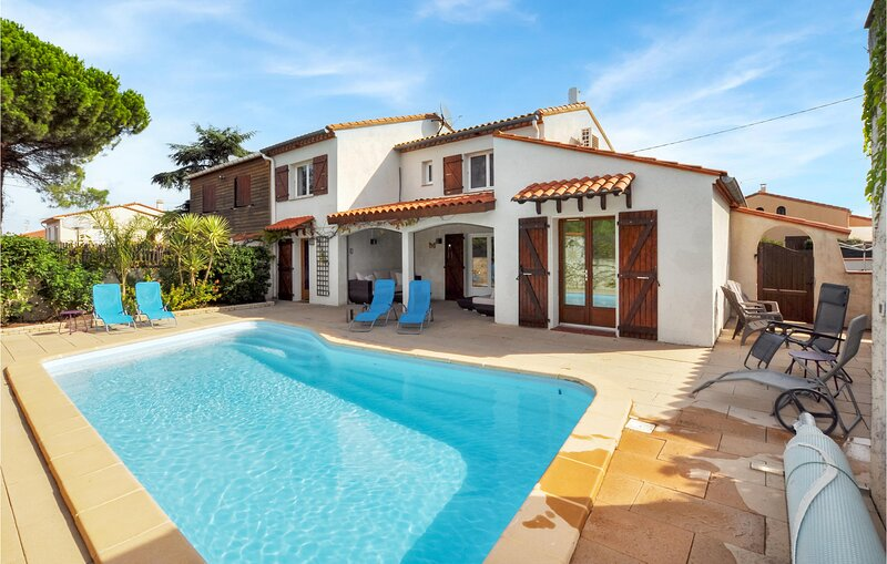 Amazing home in Saint-André with Outdoor swimming pool, Outdoor swimming pool a, casa vacanza a Saint-Andre