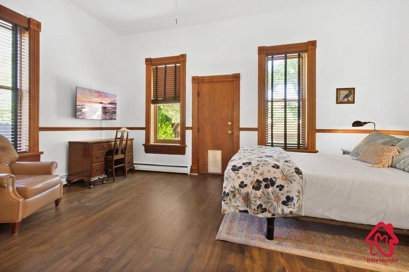 The Grandiose Suite at El Cuervo ABQ, holiday rental in Los Lunas