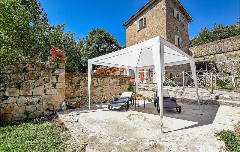 Nice home in Frazione Piantoli with WiFi and 2 Bedrooms (IKL131), casa vacanza a Garofali