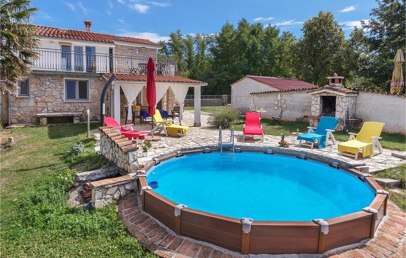 Amazing home in Santalezi with WiFi and 3 Bedrooms (CIK753), location de vacances à Nedescina