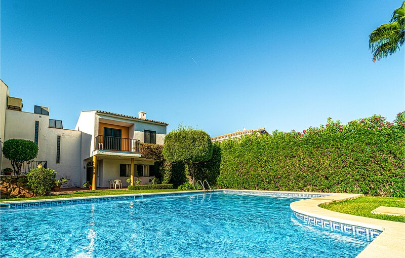 Awesome home in Estepona with Outdoor swimming pool and 3 Bedrooms (EAS608), vacation rental in Benamara