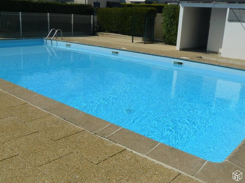 Beautiful house with shared pool, aluguéis de temporada em Le Pouldu
