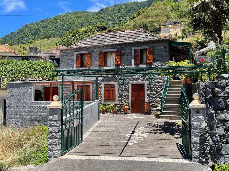 Stone House by Atlantic Holiday, holiday rental in Ponta Delgada
