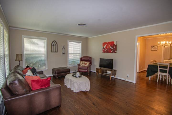 Short Walk to TCU and Amon Carter Stadium. Close to Restaurant's and Shopping!, holiday rental in Crowley
