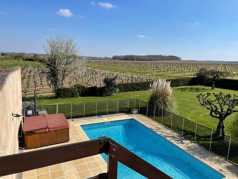Charming gite in the middle of the Cognac vines, location de vacances à Venerand